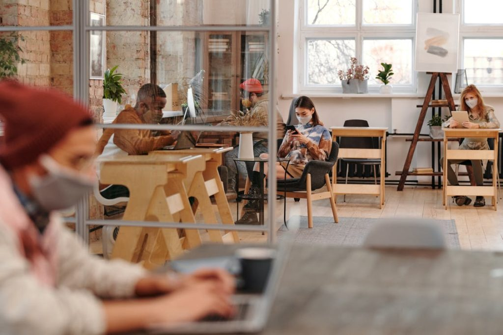 Effective Virtual Collaboration for a Thriving Culture in Hybrid and Remote Teams